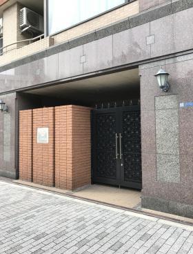 フォーチュンコート新宿御苑のエントランス