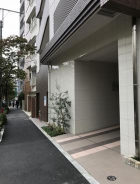コスモグレイス新宿のエントランス