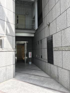 神田センタービルディングビルのエントランス