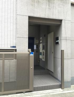 神田GMビルのエントランス