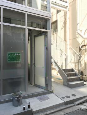 フィル・パーク神田ビルのエントランス