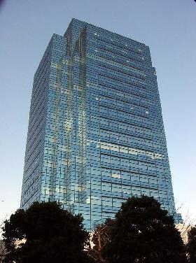 青海フロンティアビルの外観写真