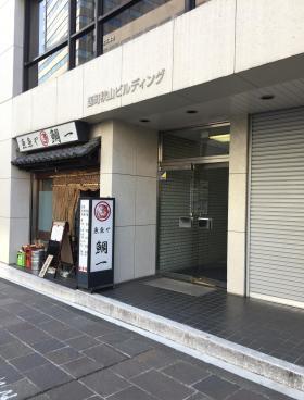 麹町秋山ビルディングのエントランス