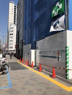 リバーレ東新宿ビルのエントランス