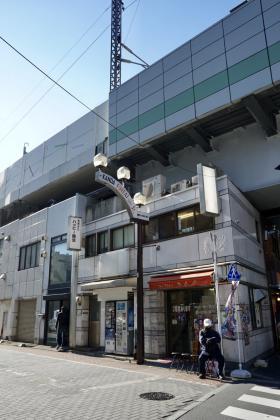 神田駅前高架下ビルの外観写真