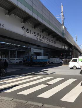 神田駅前高架下ビルの内装
