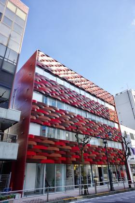 丸栄・慶雲館ビルの外観写真
