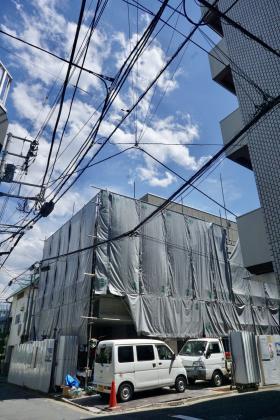 FAVEUR MINAMIAOYAMAビルのエントランス