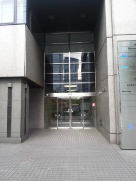 港南パークビルのエントランス