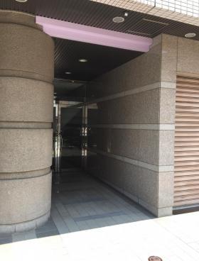 堀川ビルのエントランス