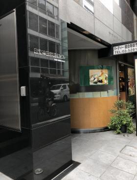 日宝神田淡路町ビルのエントランス