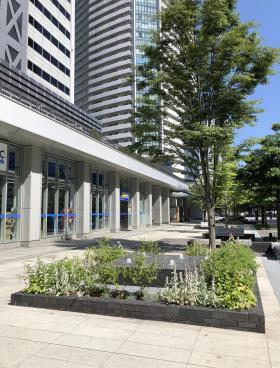 横浜メディアタワービルのエントランス