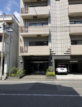 福島ビルのエントランス