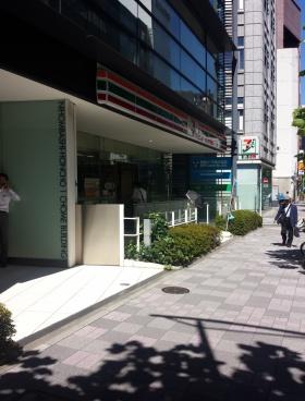 日本橋本町1丁目ビルのエントランス