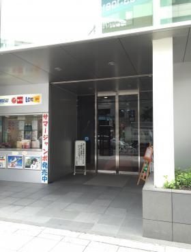 上野ビルのエントランス