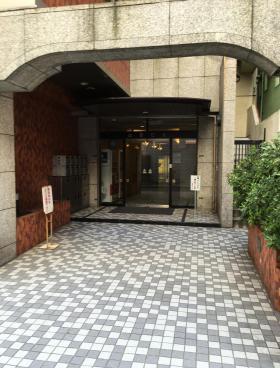 山田ビルのエントランス