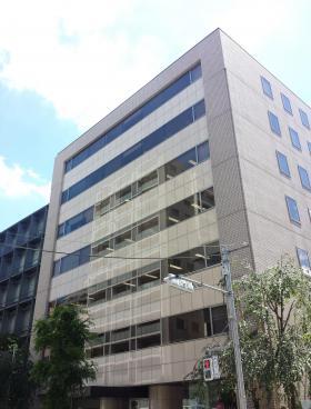 英全ビルの外観写真