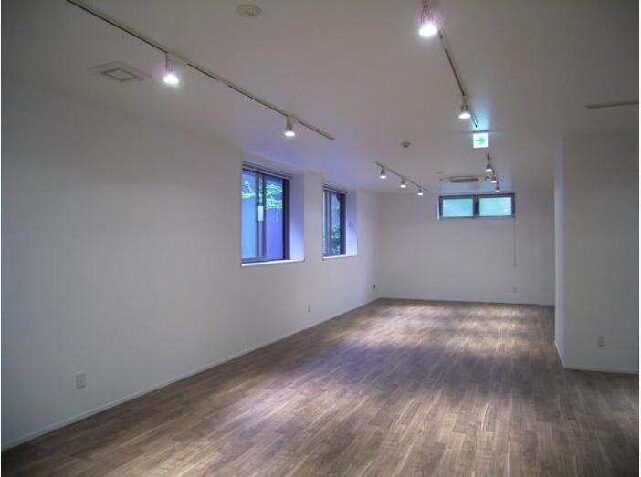 東京都港区南青山 約40坪の内装